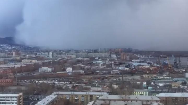«Белые ходоки идут в Красноярск»: эпичное видео о смене погоды заставило вспомнить кадры из сериала