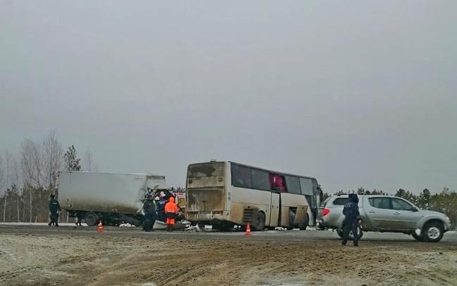 Задержали водителя автобуса, в который въехал грузовик под Тобольском