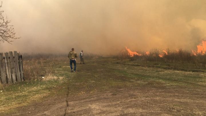 В поселке Смолино у Кургана в большом пожаре сгорели пять домов