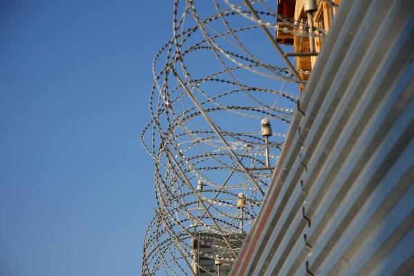 Полицейскому предстоит провести 8 лет в колонии строгого режима и выплатить крупный штраф