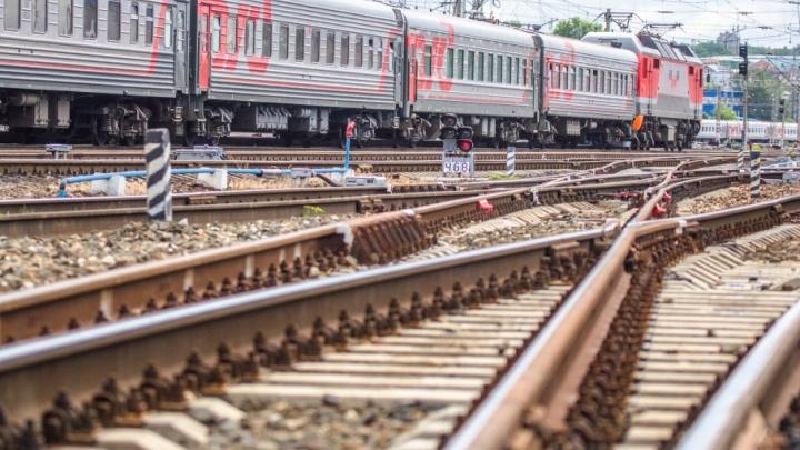 В Самарской области 16-летний зацепер упал с поезда