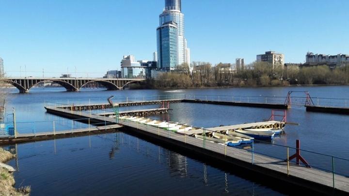 В Екатеринбурге восстановили лодочную станцию, которая сгорела в октябре прошлого года