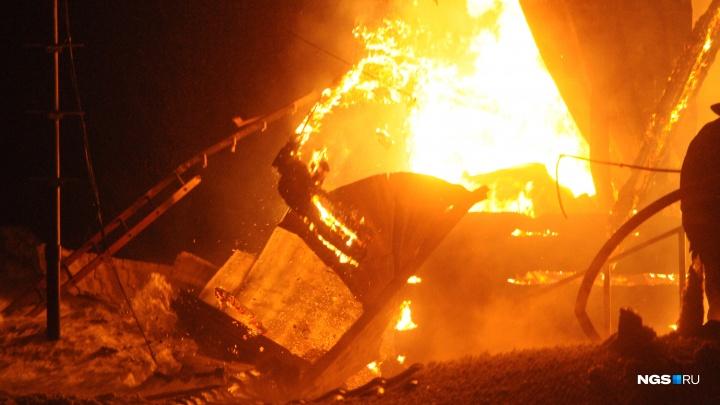 Под Новосибирском в утреннем пожаре погибли два человека