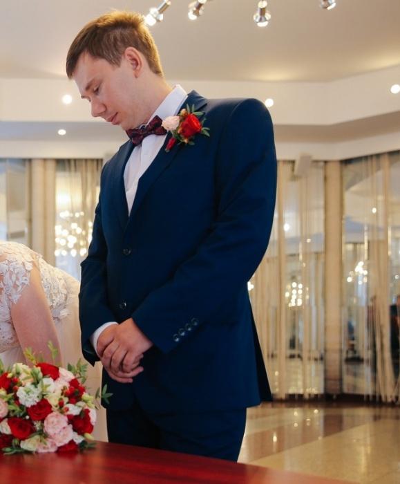 Михаил недавно женился