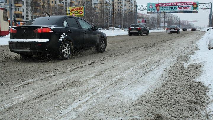 «Для воздуха не токсична»: челябинская мэрия ответила на претензии к соли для посыпки дорог