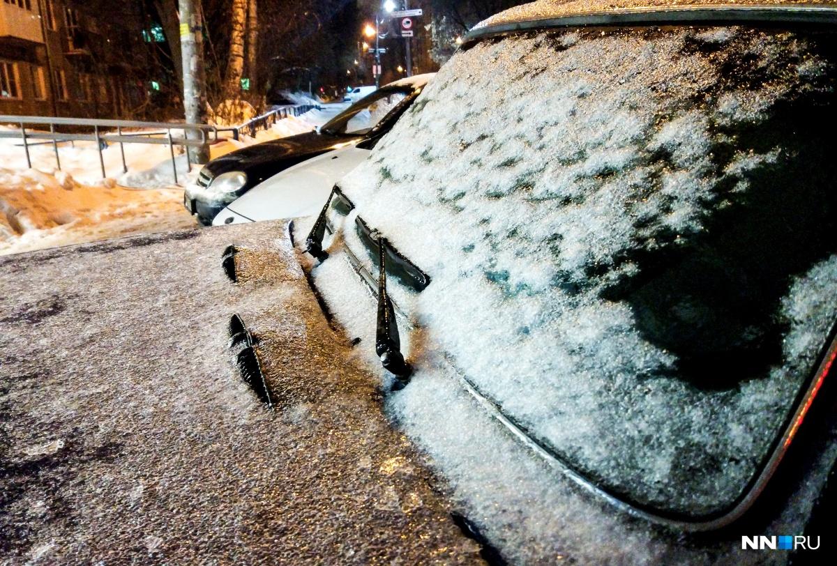 Ледяной дождь осложнит жизнь и водителям, и коммунальщикам