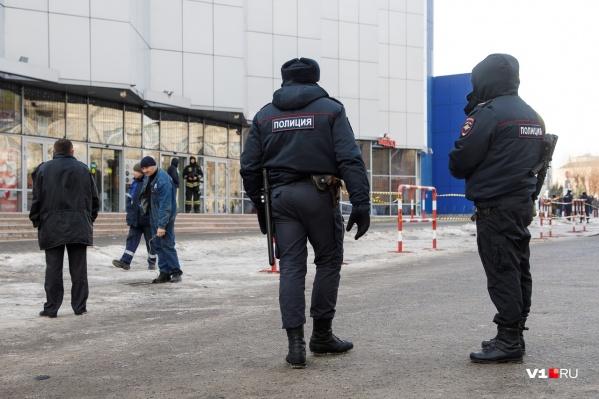Полиция и МЧС сегодня массово посещали из-за писем школы, больницы и ТРК