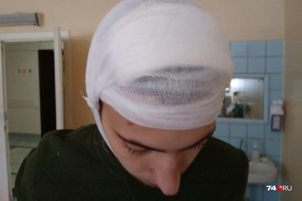 В ходе дорожного конфликта Демид получил травму головы, как утверждает отец юноши, его били рукояткой пистолета
