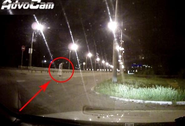 Паранормальное явление на дороге: видеорегистратор заснял призрака