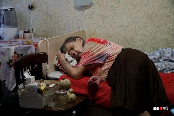 Неделю назад мы ездили в Кизел, навещали Зою Ивановну и общались с её лечащими врачами. Они говорили, что заболевание прогрессирует с большой скоростью