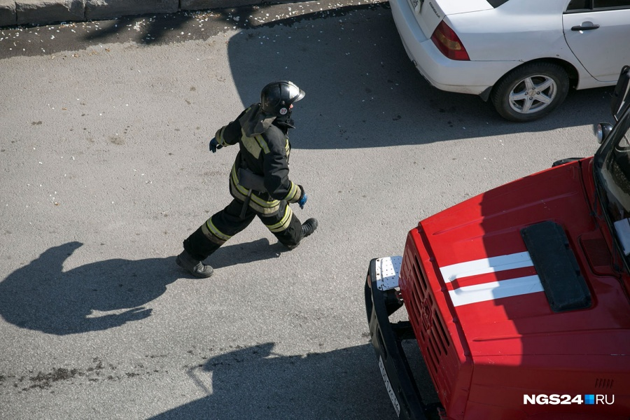 Утром загорелась детская поликлиника наМарковского