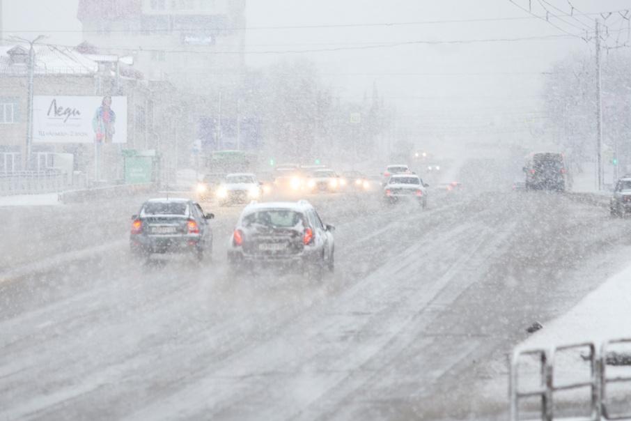 Дорожники предупреждают автомобилистов о гололёде