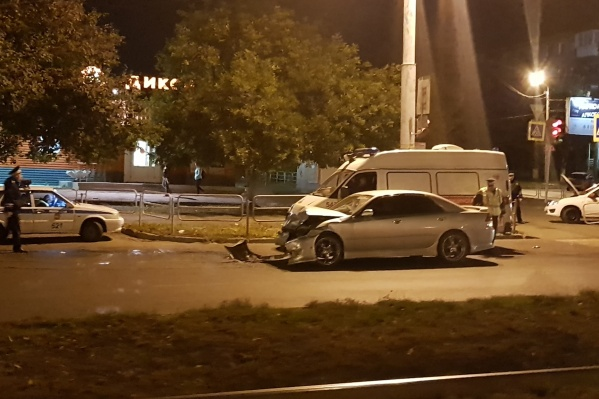 От удара такси вылетело на тротуар<br>