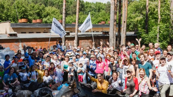 Болельщики хоккейной «Сибири» собрали покрышки и пластик за ЛДС