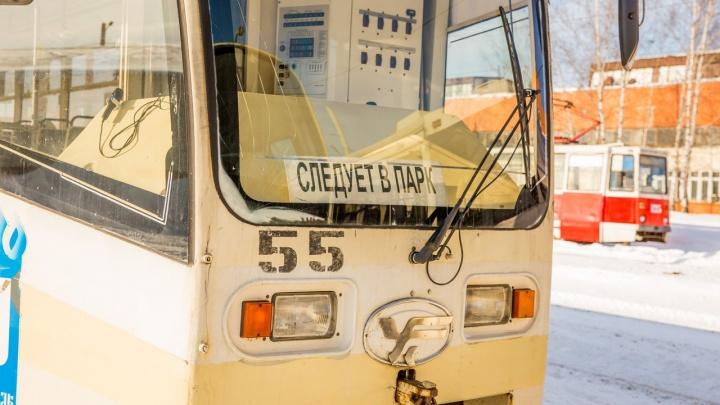 Власти устроили эксперимент и перевезли автобусы в трамвайное депо: чем это грозит для пассажиров