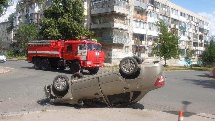Вверх колесами: в Самаре на Средне-Садовой — Свободы перевернулась «Гранта»