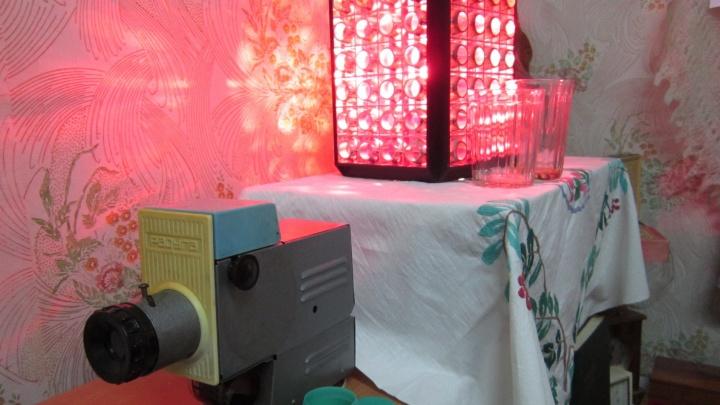 """Туфли """"Цебо"""", гранёные стаканы и презервативы: в Екатеринбурге открылся музей советского быта"""
