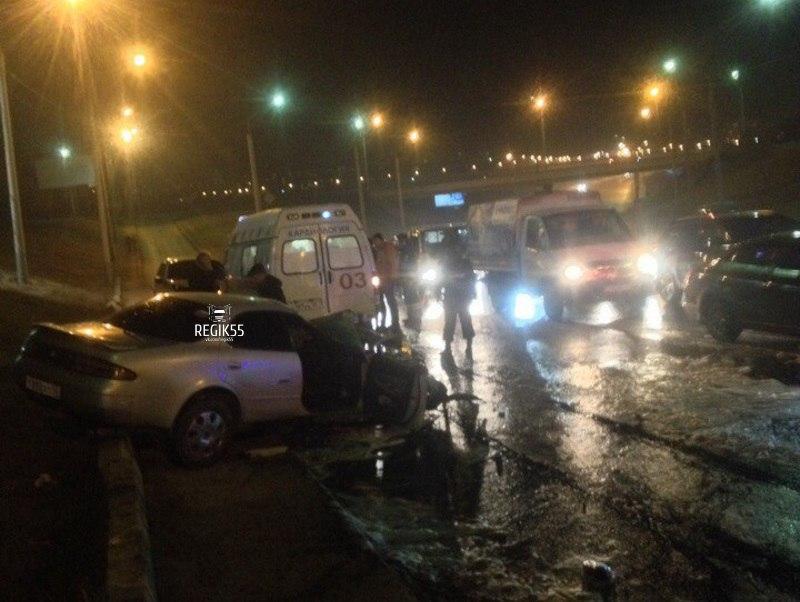 Вцентре Омска перевернулась полицейская ГАЗель после столкновения синомаркой
