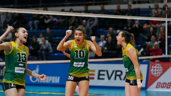 Волейболистки «Уралочки» победили соперниц из «Енисея» в трех сетах