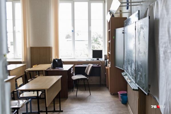 Во многих ярославских школах опустели классы
