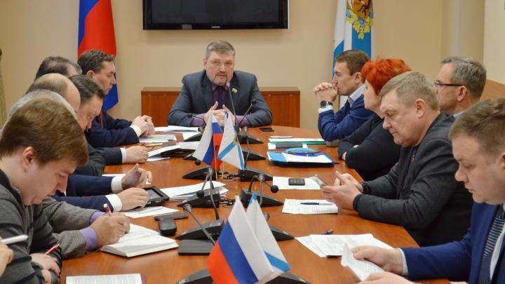 Не заработали? Муниципальных депутатов в Архангельской области могут лишить денежных компенсаций