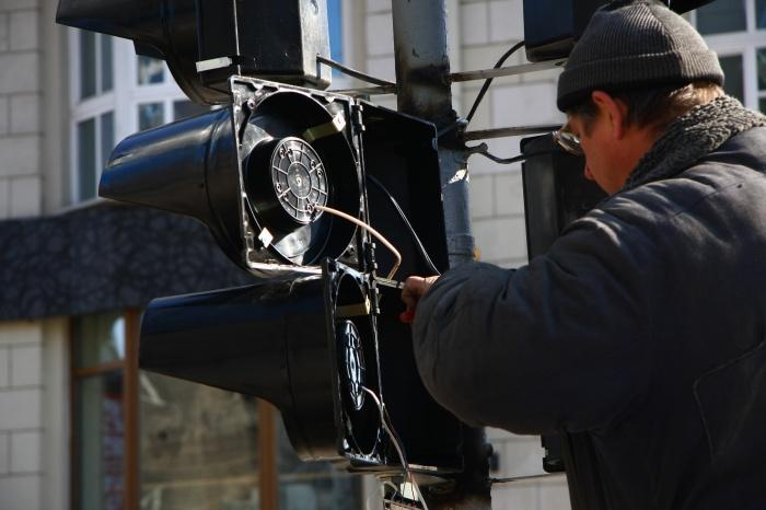 Восстановить работу светофоров на Большевистской специалисты обещают в ближайшие часы