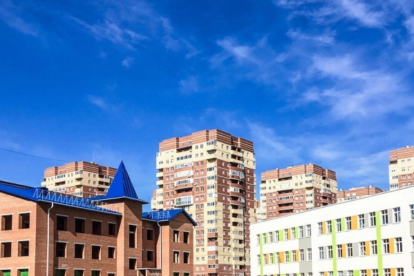 В этом году рядом с недостроенным детским садом на улице Бориса Житкова открылась новая школа