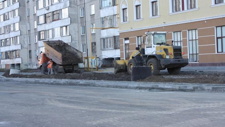 Не уложились в сроки: строительство дороги по улице Бурова-Петрова должны были закончить 30 сентября