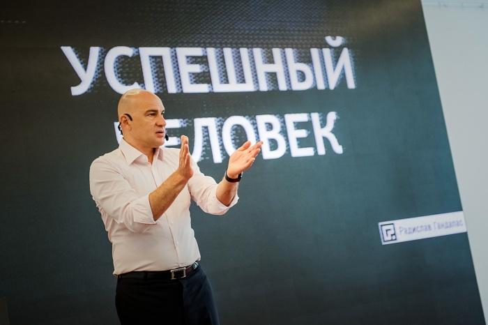 Радислав Гандапас расскажет, как не забывать о личном, создавая успешный бизнес