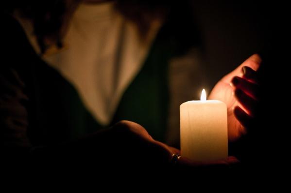 Электроэнергию обещали вернуть еще вчера ночью, но света в некоторых домах до сих пор нет