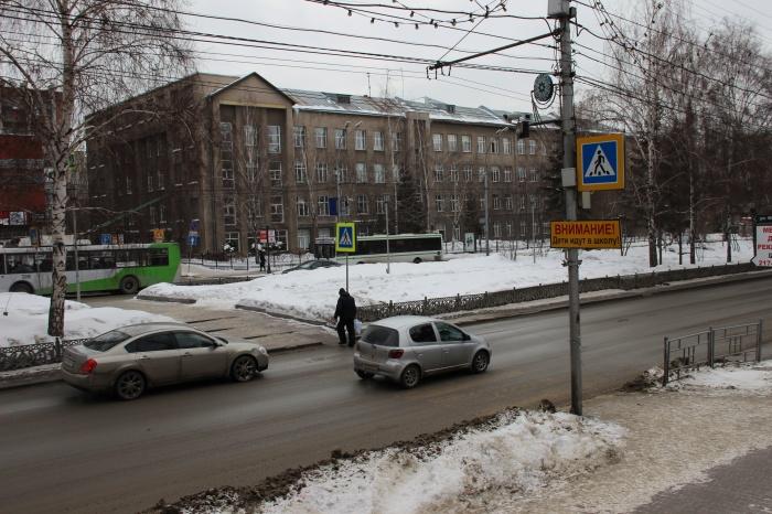 Днём 3 января на этом злополучном пешеходном переходе сбили пожилую учительницу, которая шла на работу