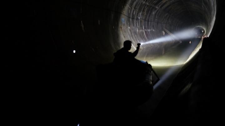 Минпром прокомментировал заплыв омича на лодке в метро