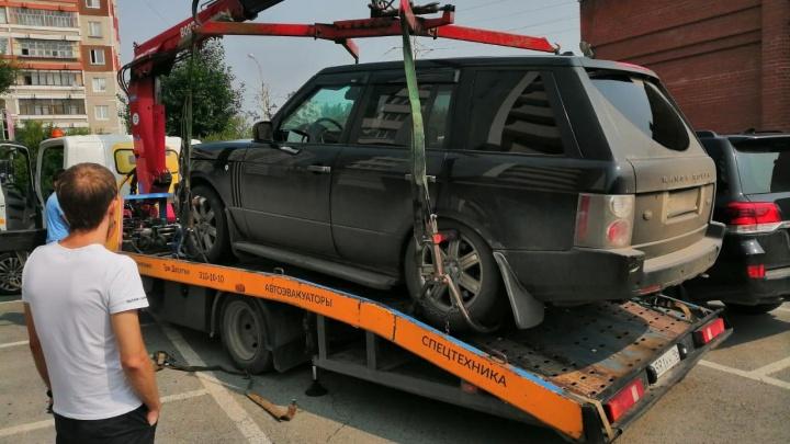 У екатеринбуржца отобрали купленный Range Rover, который оказался в залоге у банка