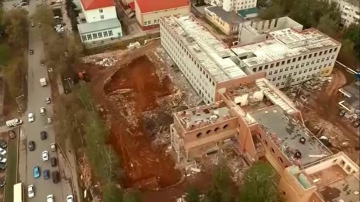 В Уфе отстроили первый четырехэтажный корпус снесенной школы