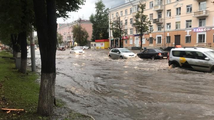 Пермь превратилась в Венецию. Улицы города затопило из-за сильного ливня