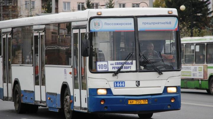 В Омске на День города изменят 19 автобусных маршрутов