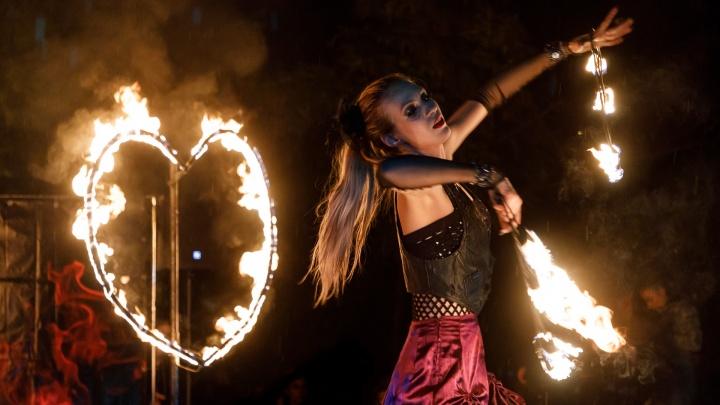 В Волгограде огненным шоу закрыли фаер-сезон