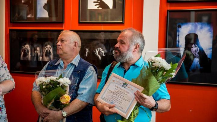 Известные новосибирские фотографы открыли юбилейную выставку с пометкой 16+