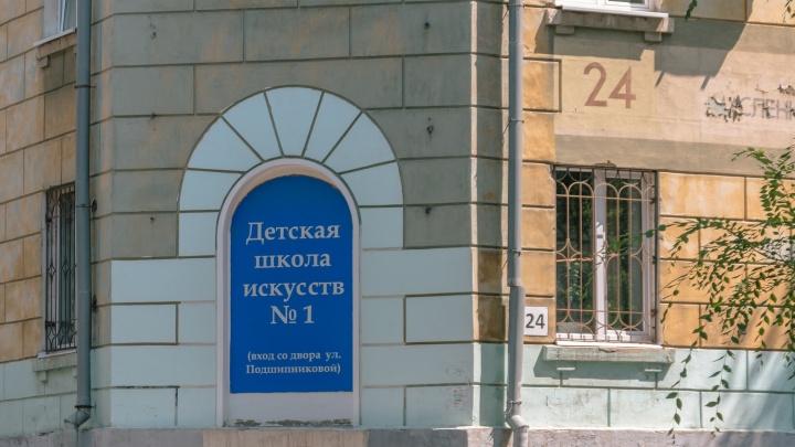 «Лесенка, лесенка, клавиши-ступеньки»: Самарской области подарили 55 пианино