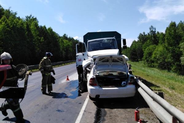 В аварии погибли две женщины 47 и 53 лет, а также двое детей