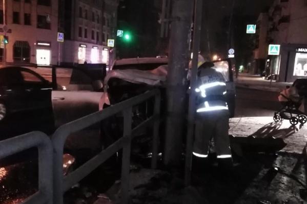 На месте происшествия работали пожарные