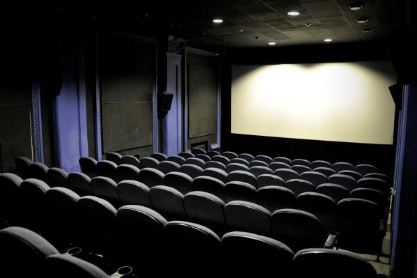 В кинотеатре на 50 и больше мест обязательно должен быть пожарный выход