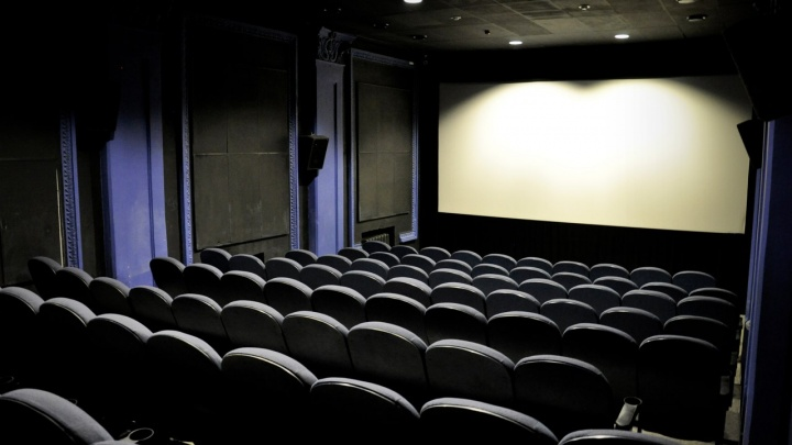 «Дверь должна открываться изнутри»: как устроена система безопасности в кинотеатрах Екатеринбурга