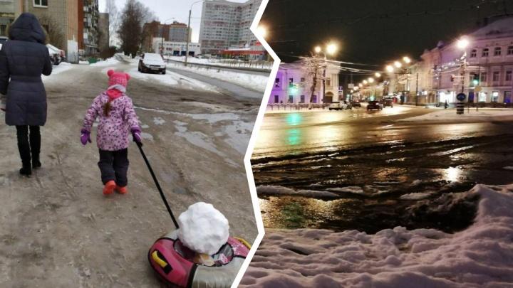 Ярославль чистили от снега в три смены. Люди сфотографировали, что из этого получилось