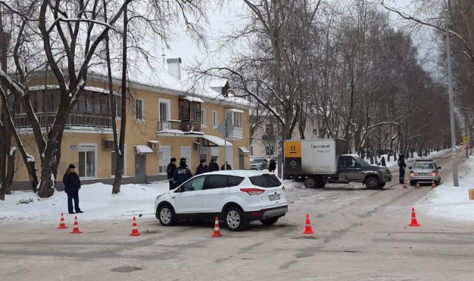 Разминулись на 20 минут: ремонтники знали о снесенном знаке на Стачек — Энтузиастов еще до аварии