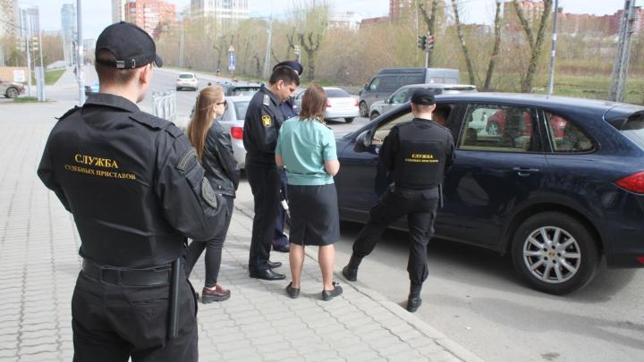 У екатеринбуржца арестовали Porsche Cayenne за долг по уголовному делу