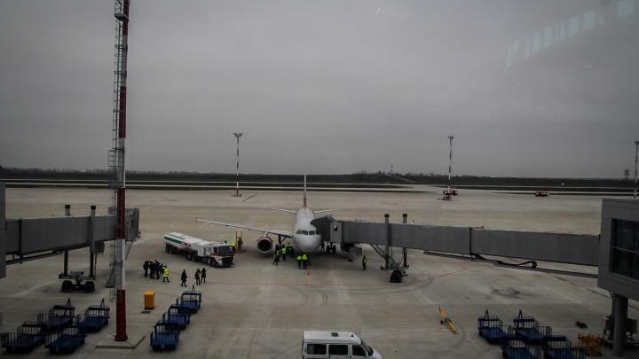 Самолет Москва — Краснодар экстренно сел в Ростове из-за непогоды на Кубани