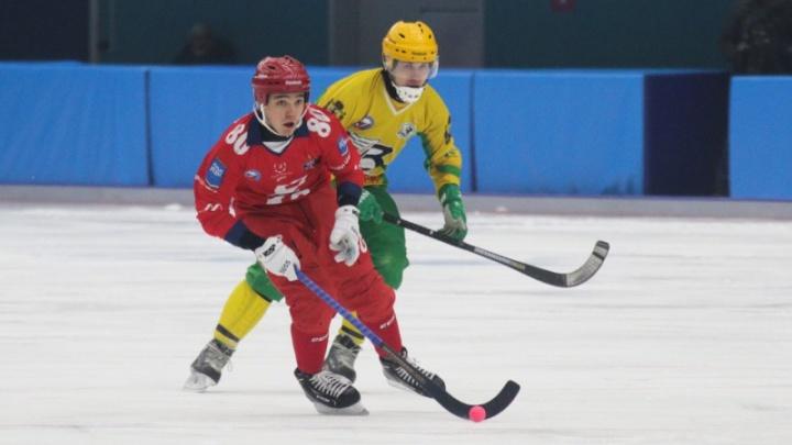 Архангельский «Водник» проиграл «Енисею» на красноярском льду со счётом 3:5