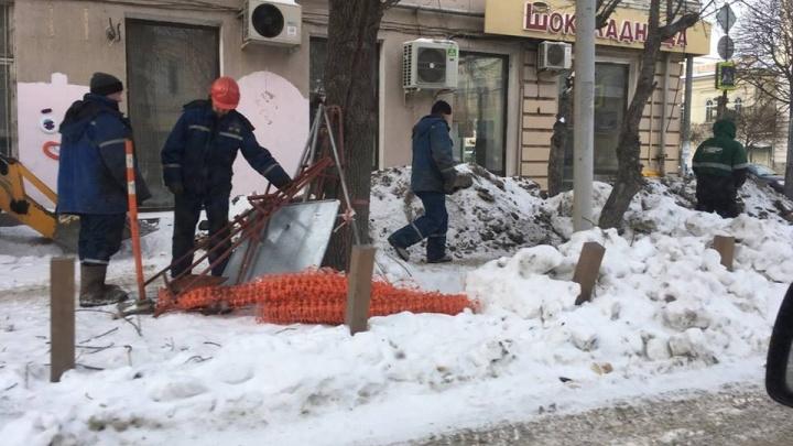 В Екатеринбурге экскаватором перекопали образцовый газон, который похвалил блогер Варламов