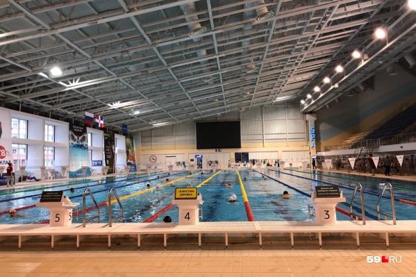 Занятия шли в олимпийском бассейне спорткомплекса